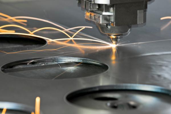 cabezal láser cortando acero inoxidable de 1,5mm espesor
