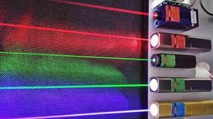 Los tipos de láser, y su frecuenda, se diferencian por su longitud de onda, que emite en un color u otro