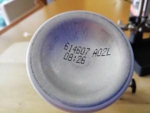 Marcado sobre bote aerosol de aluminio. Número de serie y lote.